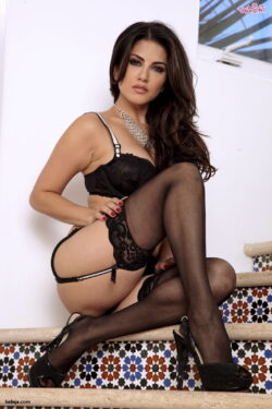 lace top thigh highs and italian women in stockings